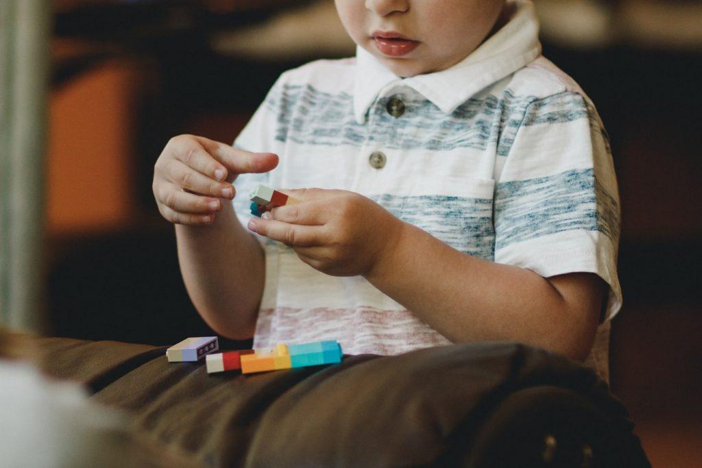 Care sunt simptomele autismului și cum gestionezi ca părinte?